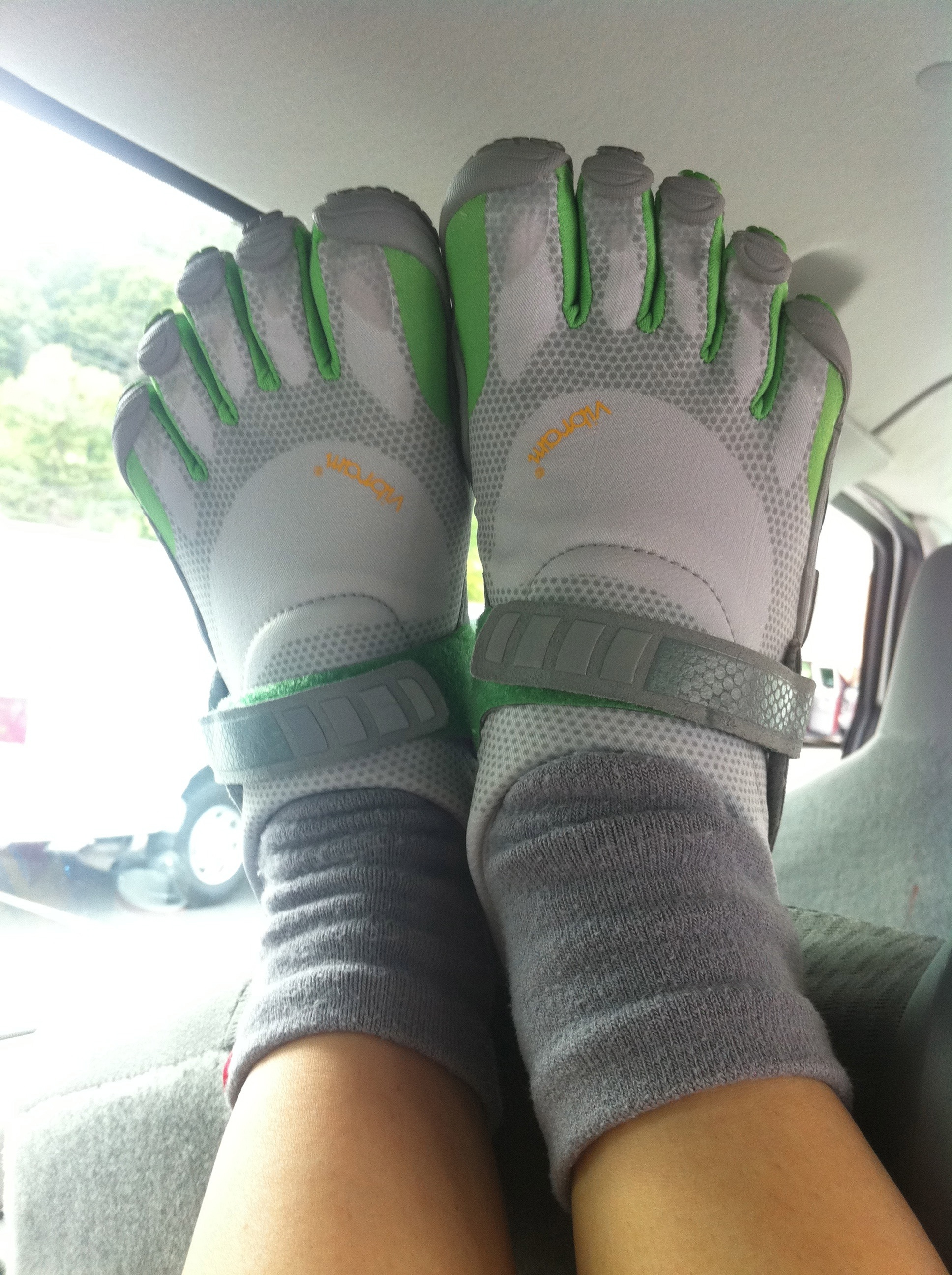 how to properly run in vibram five fingers